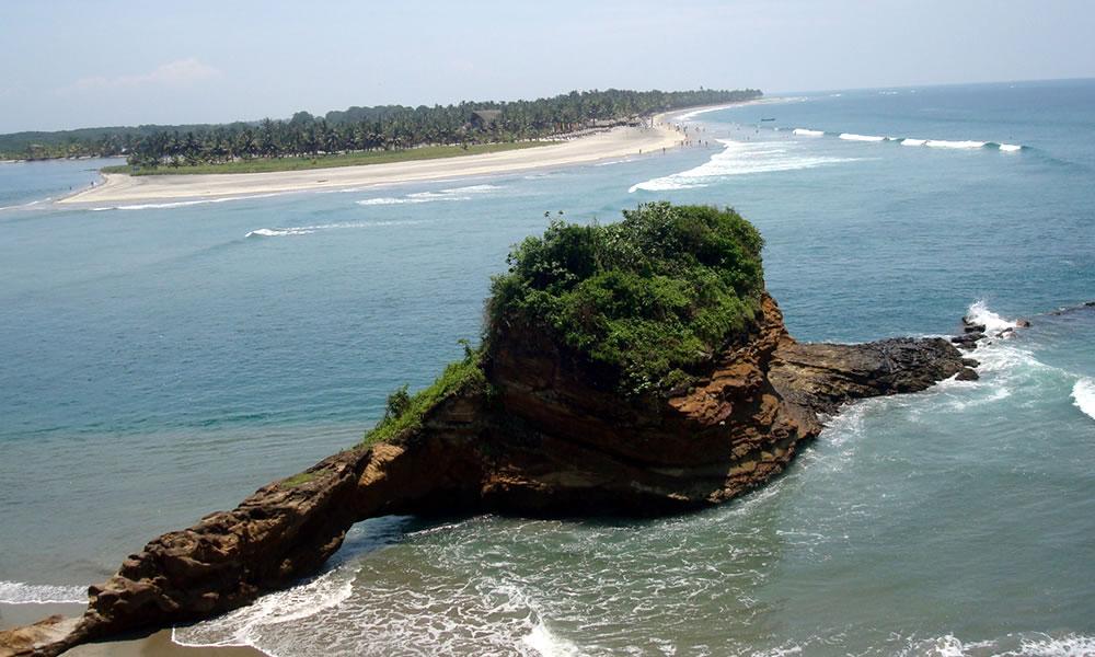 Vista desde el continente de la Isla Portete