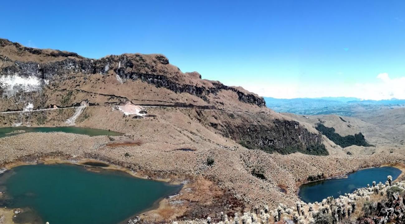 lagunas del volcan chiles en Carchi